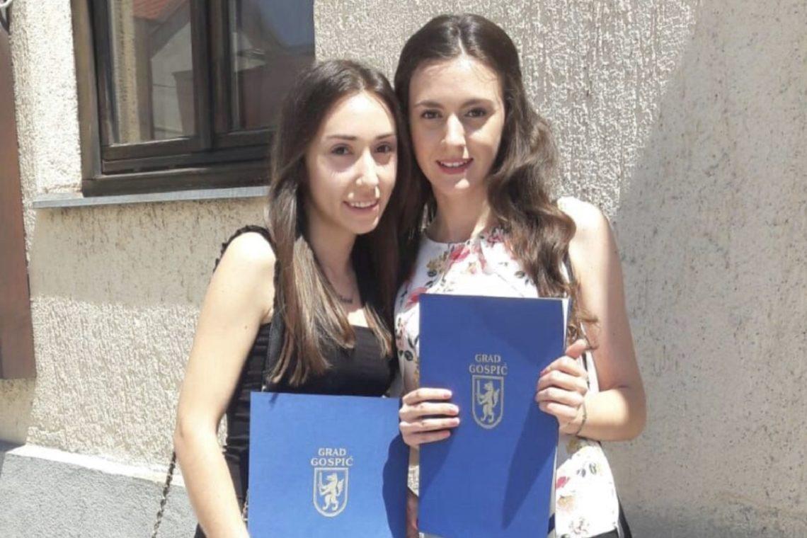 Studenticama Ivani Pezelj i Ani Šimunić na današnjoj svečanoj sjednici u povodu Dana Grada Gospića dodijeljene su pohvalnice za postignute iznimne rezultate u visokoškolskom obrazovanju. Čestitamo Ani i Ivani!