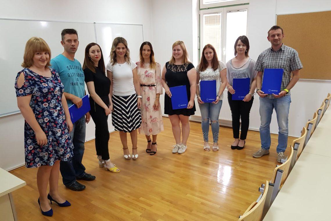 """26. svibnja 2018. na Veleučilištu """"Nikola Tesla"""" u Gospiću podijeljene su, od Ministarstva znanosti i obrazovanja RH verificirane, svjedodžbe o položenim stupnjevima znanja engleskog i njemačkog jezika"""