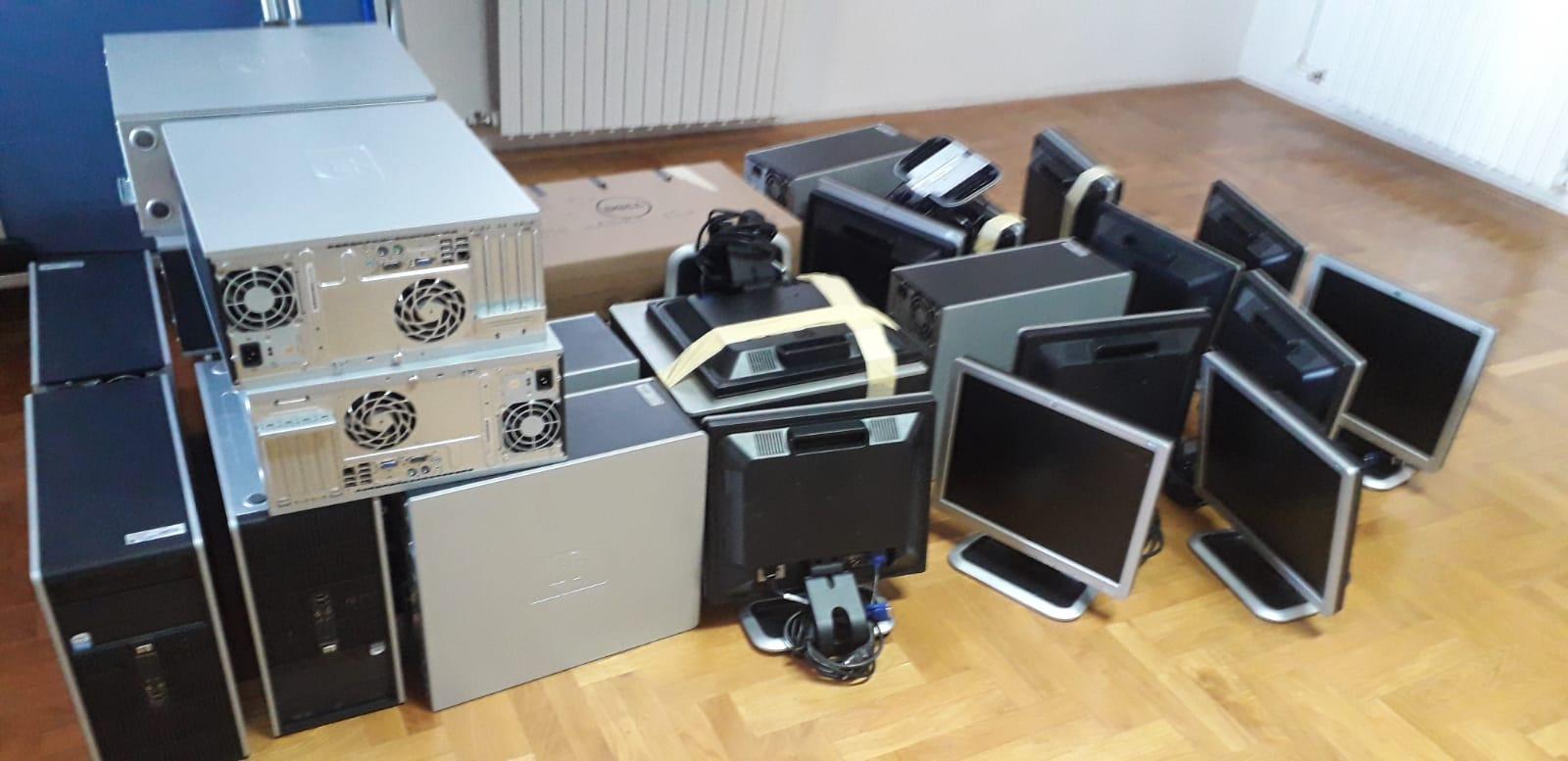 """Veleučilište doniralo 15 računala udruzi tjelesnih invalida i djece sa poteškoćama u razvoju """"Svjetlost"""""""
